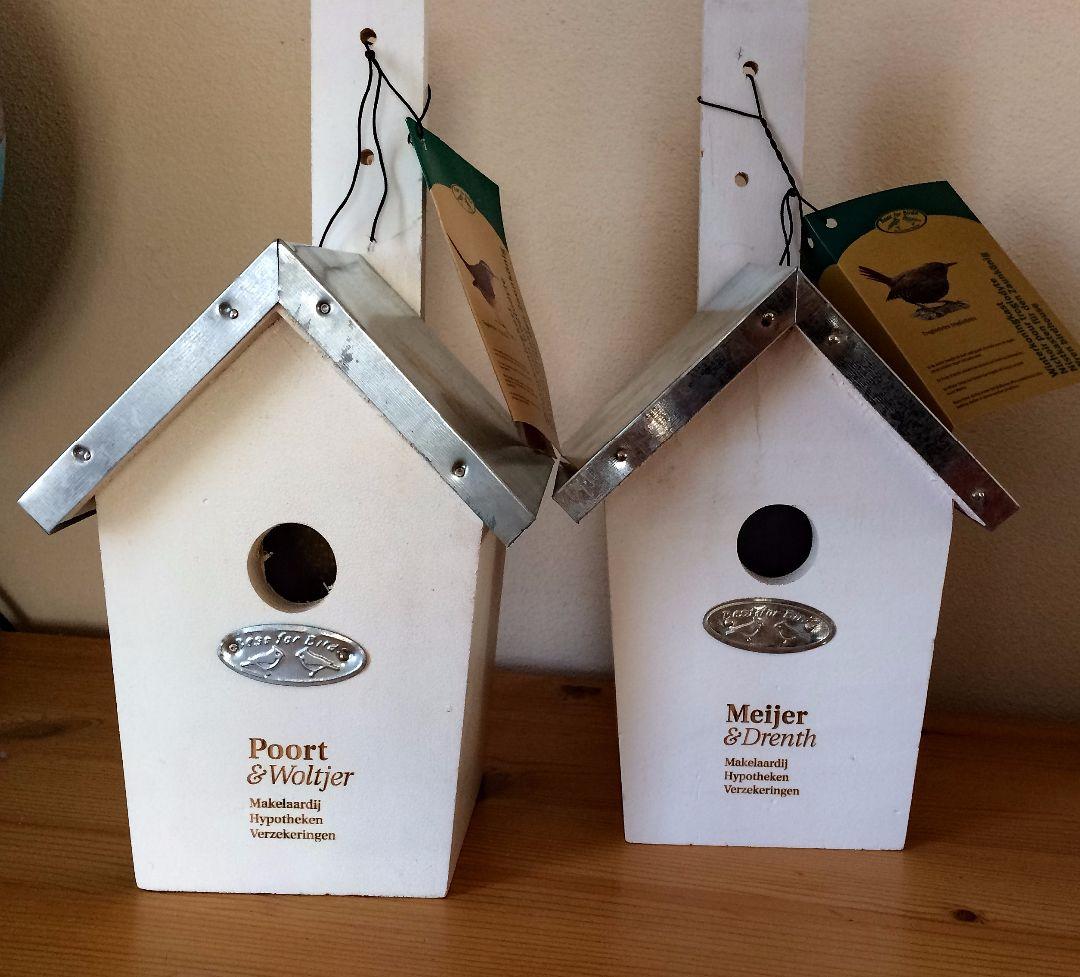 Gegraveerde vogelhuisjes